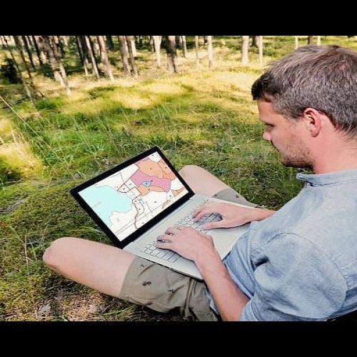@metsakeskus: Oman metsän tietoihin kannattaa tutustua, sillä metsävaratiedon perusteella metsänomistaja voi suunnitella hakkuu- ja hoitotöitä sekä saada tietoa arvokkaista luontokohteista. 🌲  Metsien kaukokartoituksella saadaan tietoa metsässä kasvavan puuston koosta, määrästä ja iästä puulajeittain. Metsään-lehden uusimmasta jutusta voit lukea, mistä oman metsän tietoja pääsee katsomaan ja miten tietoa kerätään tulevina vuosina ➡️ metsaan-lehti.fi #metsävaratieto #metsänomistaja