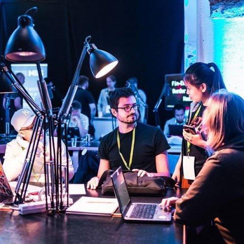 @metsakeskus: Miten metsätietoa voidaan hyödyntää luontoon ja metsään liittyvissä palveluissa? Uusia tapoja avoimen metsätiedon käyttöön etsitään Digital Forest Vitality Hack -haasteessa marraskuussa. Tiimien tehtävänä on kehittää avointa dataa hyödyntäen uusia tuotteita tai palveluita, jotka pohjautuvat Suomen metsiin tai luonnontuotteisiin.  Haastetta mentoroivat ja tuomaroivat Metsäkeskus, @luonnonvarakeskus ja Bitcomp. Lisätietoa hackathonista ➡️ metsäkeskus.fi/digielmo tai ultrahack.org. #avoindata #paikkatieto #metsätieto @ultrahackhq