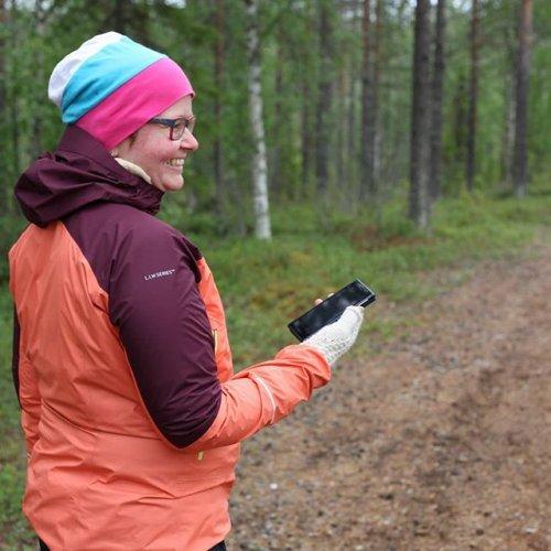 @metsakeskus: Lappiin avataan pian kaksi uutta mobiililuontopolkua. Sallaan ja Ylläkselle avattavilla poluilla pääsee tutustumaan paikalliseen luontoon Metsäinen-mobiilisovelluksen tehtävien avulla. Sallan mobiililuontopolun varrella tutustutaan mm. jokamiehen oikeuksiin ja arvioidaan pituuksia ja etäisyyksiä. Sallassa reitiksi voi valita 1,5 km tai 2,5 km pituisen lenkin. Ylläksellä taas ihaillaan rehevää Varkaankurua ja karua tunturiluontoa 3,5 km pituisella polulla. 🏃  Sallan mobiililuontopolku avataan 23.8. ja Ylläksen 6.9.2019. Mobiileja luontopolkuja on toteutettu osana Metsäinen innostaa -hanketta. #mobiililuontopolku #luontopolku #metsäinen #retkeily