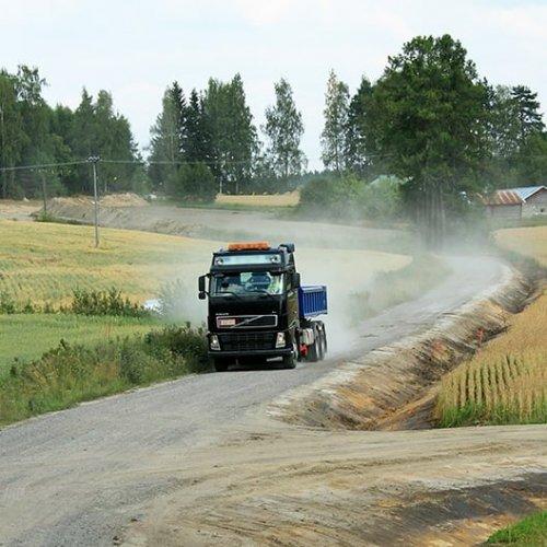 Askarruttaako tienpito? Tiekunnat ovat nyt murroksessa, sillä yksityistieverkon rakentanut ja talkoilla hoitanut sukupol...