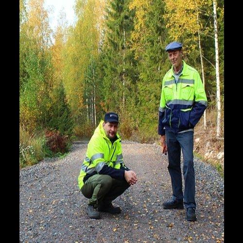 Tapio Kahilaniemi ja Tomi Vähä-Kouvola kuuluvat vielä harvinaiseen, mutta kasvavaan ammattikuntaan. He ovat tieisännöits...