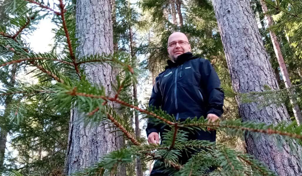 Heikki Kraft metsän keskellä